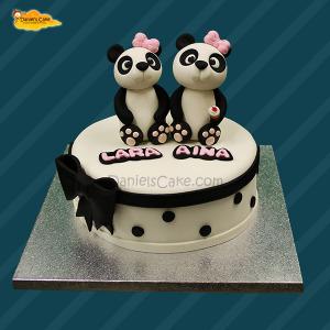 Pandas sisters